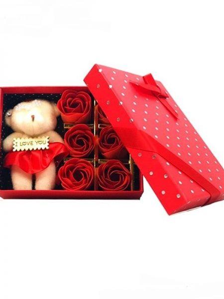 جعبه هدیه خرس و گل رز قرمز